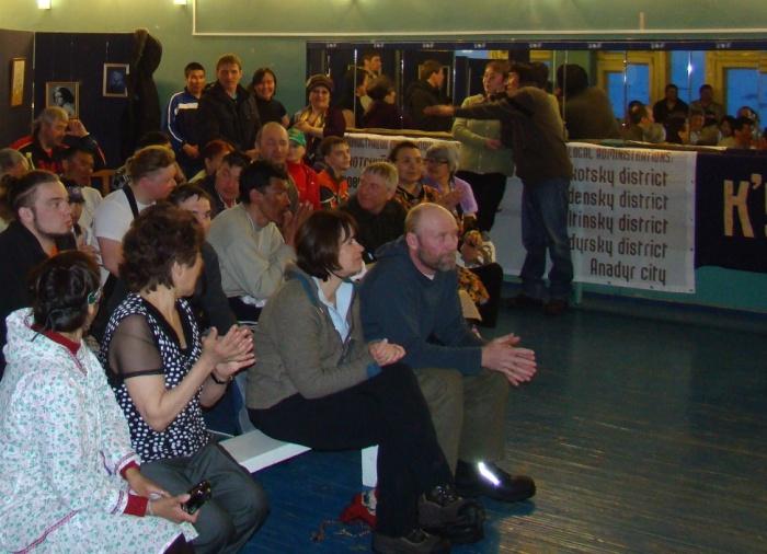 """Генетики из Канады - гости праздника. В клубе """"Ахтагак"""". Фото Н. Калюжиной."""